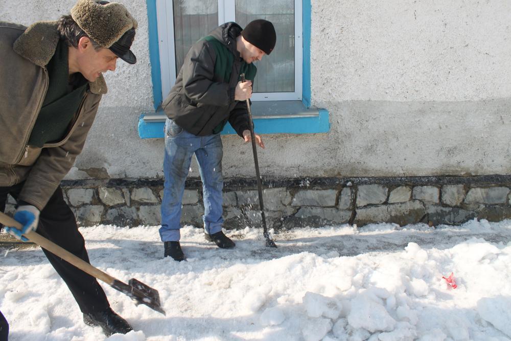 Уборка снега на территории ЮТИ ТПУ!