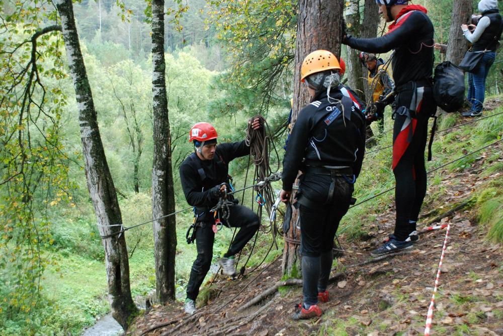 Студенты ЮТИ в составе Кузбасской команды спасателей.
