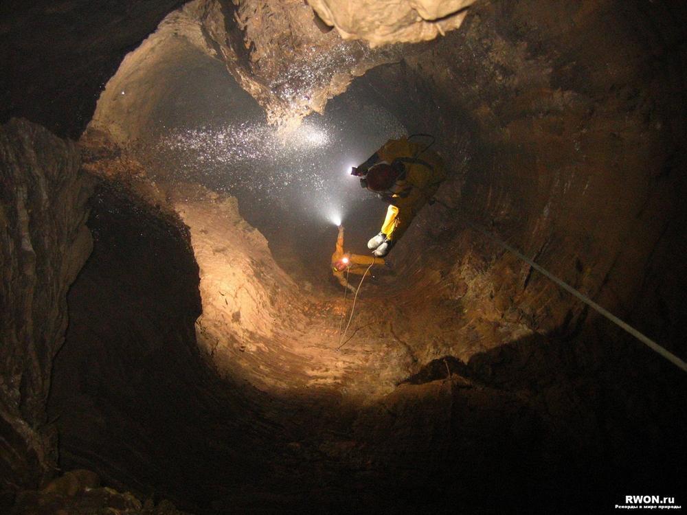 Самая глубокая в мире пещера.