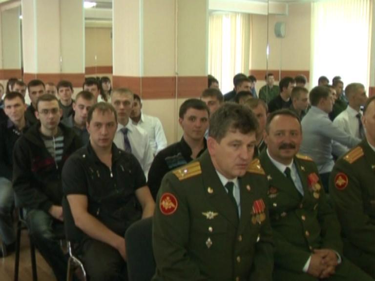 Видеосюжет от  18.10.13 г. «Вручение погон студентам  военной ка
