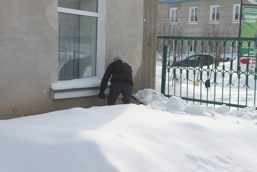 Участие в уборке снега.