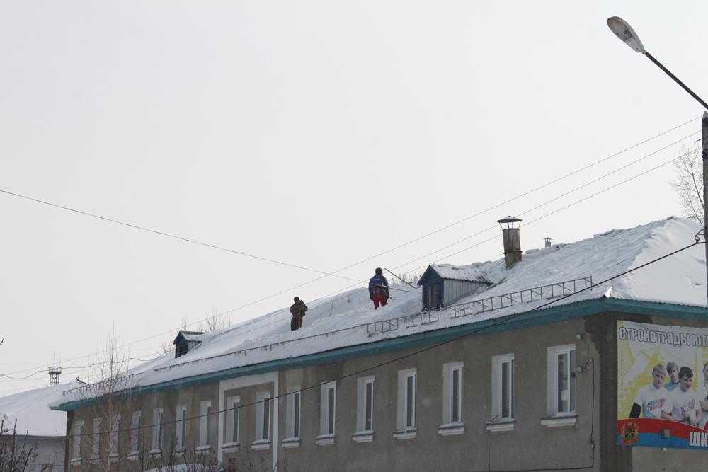 Субботник на крыше.