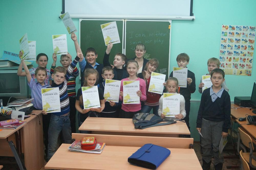Вручение сертификатов слушателям курсов в лингвистическом центре
