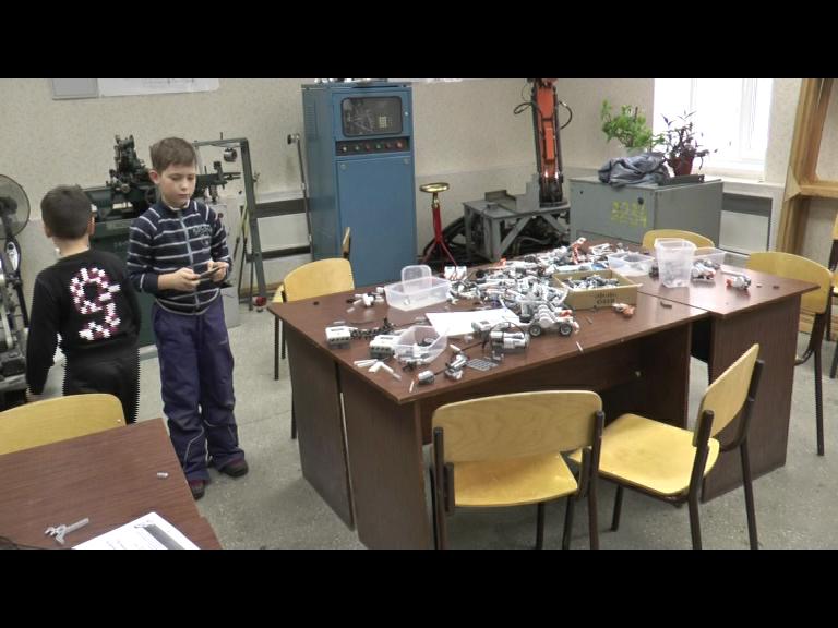 Видеосюжет от 01.12.15 г. «Школа робототехники в ЮТИ ТПУ»