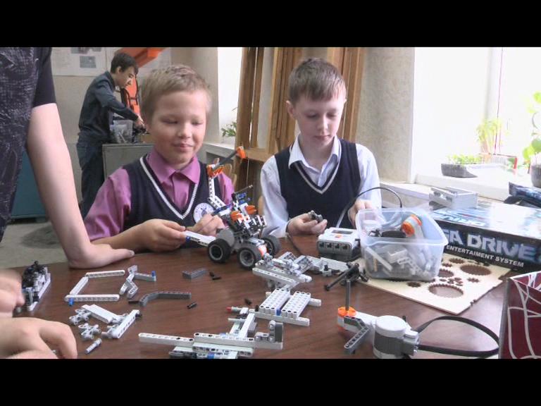 Видеосюжет от 16.05.2016 г. «Новые победы школы робототехники ЮТ