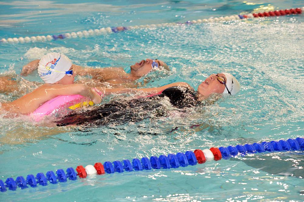 Соревнования по плаванию «Папа, мама, я!»