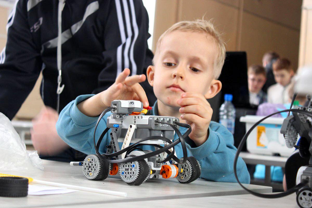 Экскурсия школьников в Лигу роботов ЮТИ ТПУ