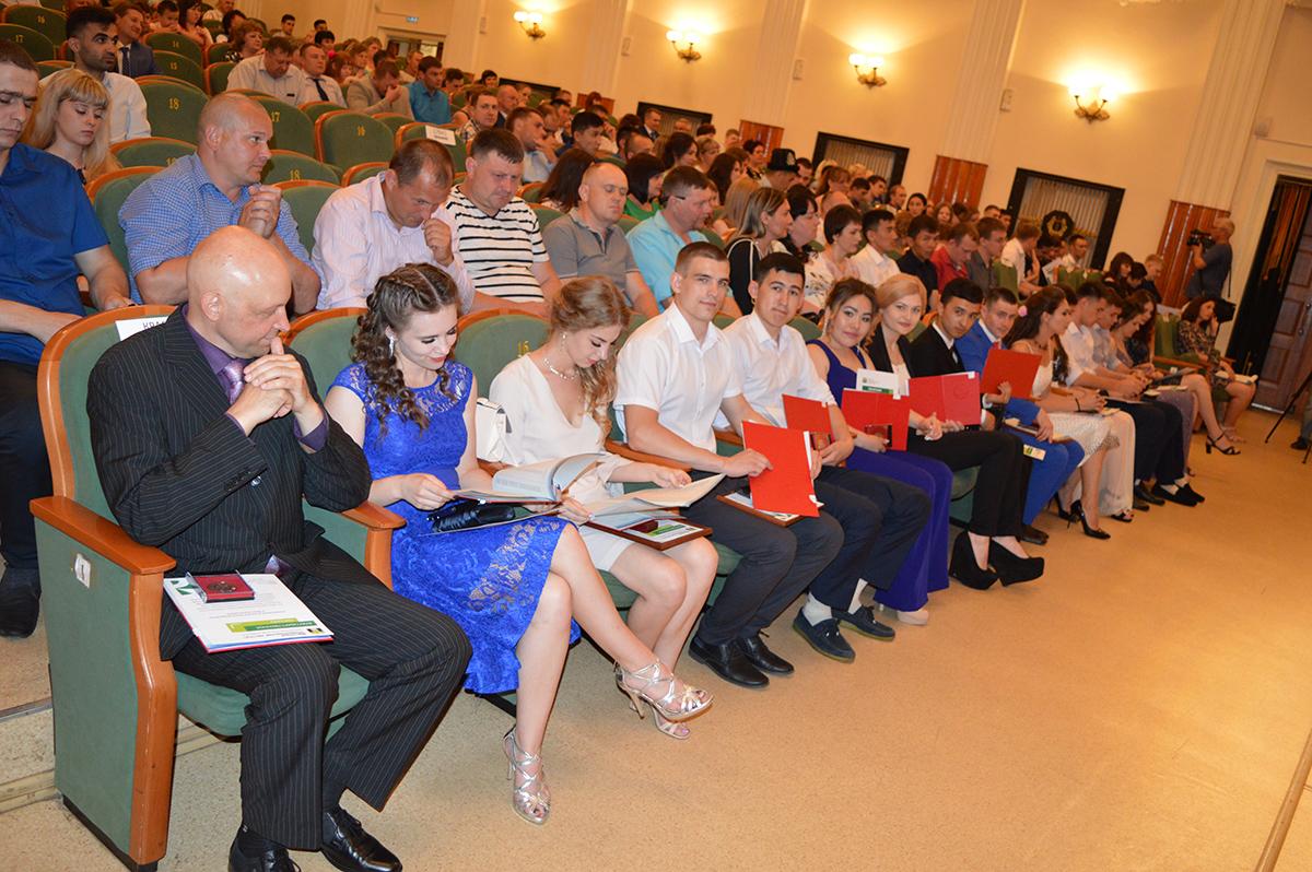Поздравление директора ЮТИ ТПУ выпускникам