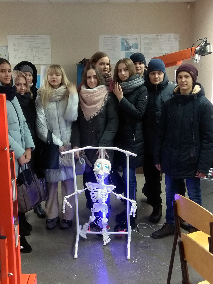 Школьники побывали на экскурсии в ЮТИ ТПУ