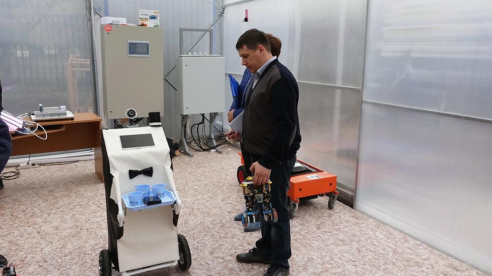 Юргинские роботы в смарт-теплице ТПУ
