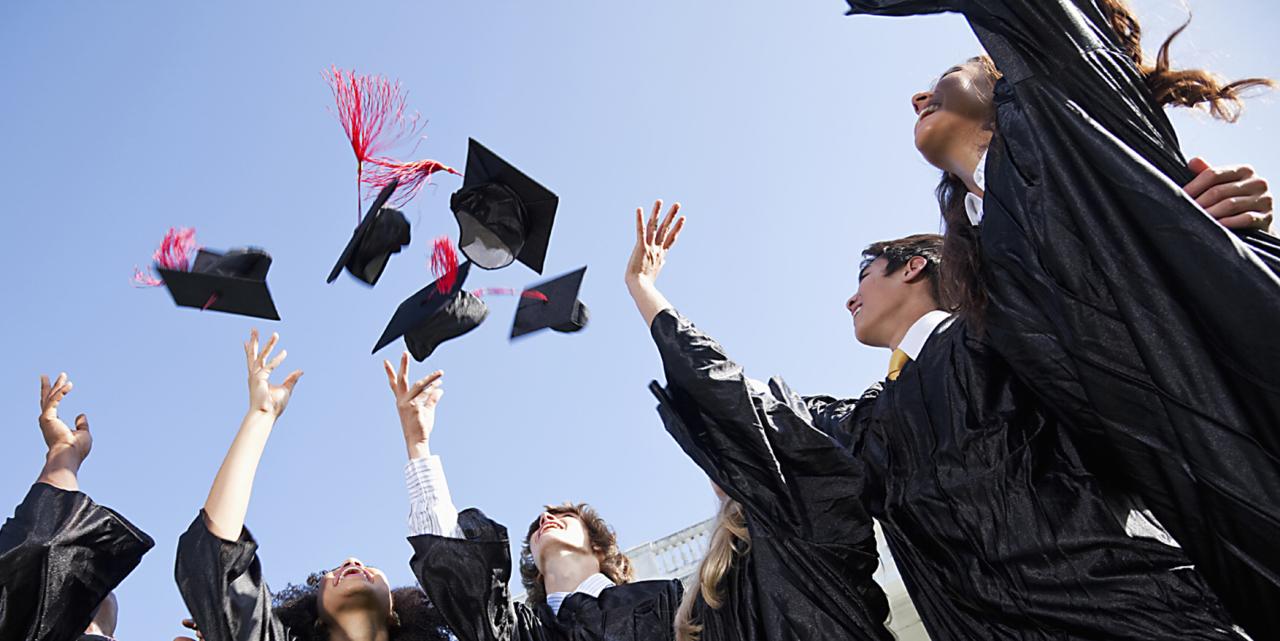 Поздравление выпускников от директора ЮТИ ТПУ!