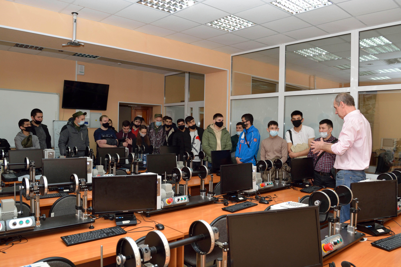 Студенты ЮТИ ТПУ приняли участие в мероприятиях промышленного ту