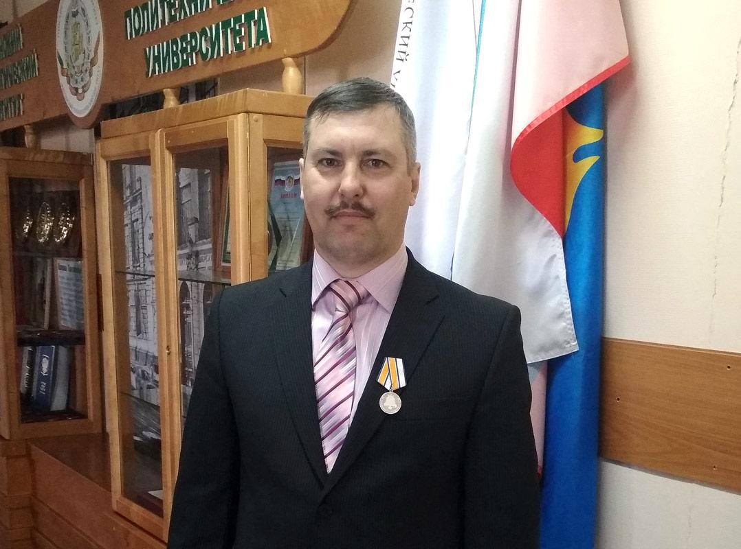 Награждение сотрудника института медалью МЧС России